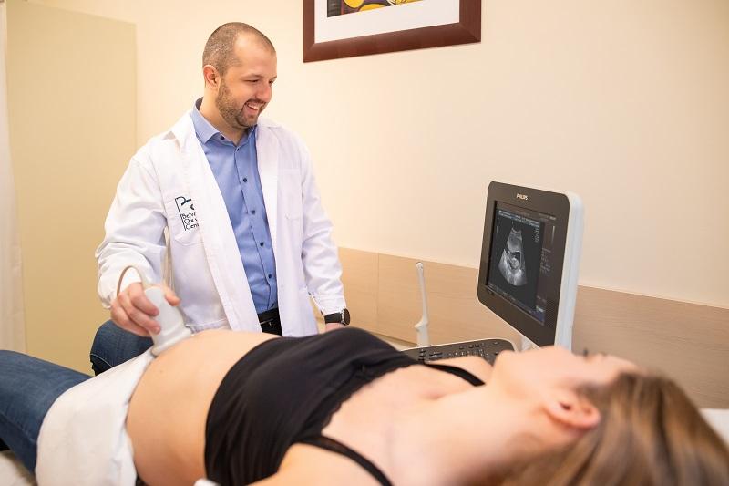 Dr. Nyíri Sándor ultrahang vizsgálat közben