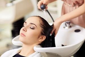 A fodrászok segíthetnek felismerni a bőrrákot