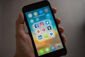 Veszélyes tanácsokat adhatnak a közösségi oldalak sztárjai!