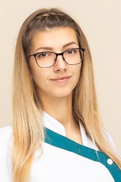 Varga Vivien<br>Asszisztens